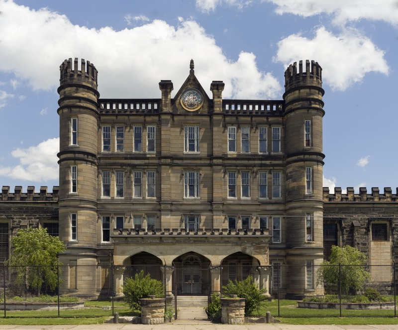The_West_Virginia_State_Penitentiary,_a_retired,_gothic-style_prison_in_Moundsville,_West_Virginia,_that_operated_from_1876_to_1995_LCCN2015631907.tif